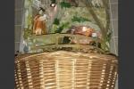 Presepe artigianale fatto a mano, incastonato in un cestino