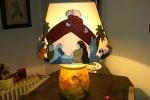Presepe su lampada con vaso in terracotta decorato a decoupage