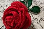 Rosa all'uncinetto in cotone colore rosso