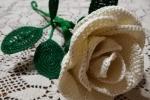 Rosa all'uncinetto in cotone colore panna