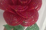 Rosa di perline color rosso lampone