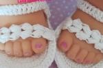 Sandali bimba bianche a crochet su ordinazione