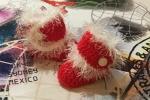 Scarpette rosse Natale con pelliccetta bianca realizzazione ad uncinetto