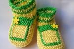 Scarpine da neonato verdi e gialle con fiorellino