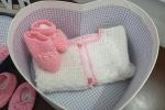 Scarpine neonata contenute in una elegante scatolina