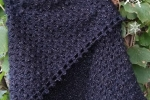 Scialle in misto lana nero lamé all'uncinetto