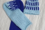 Sciarpa e cappello fantasia azzurri/blu