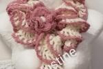 Sciarpa lavorata all'uncinetto panna rosa antico