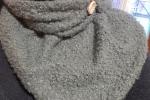 Sciarpa triangolare doubleface  in lana bouclè e tartan
