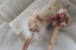 Segnalibro decorato con la testa di una bambolina