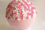 Sfera decorativa rosa con applicazioni