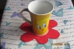 Sotto tazze, sotto bicchieri, fiore per decorare la casa