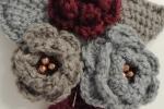 Spilla fiore lavorata ad uncinetto in lana