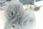 Spilla con rose in organza e foglia in macramè