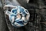 Spilla per abiti Fiorefermaglio in cotone (colore azzurro sfumato)