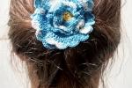 Spilla Un fiore tra i capelli colore azzurro sfumato