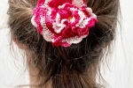 Spilla fiore tra i capelli realizzata a mano all'uncinetto