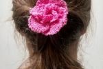 Spilla fiore rosa realizzata a mano all'uncinetto