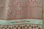 Strofinaccio di cotone con soggetto natalizio e ricamo con  scritta Buone Feste
