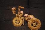Triciclo materiale filo di ferro,spago, legnetti,rose finte