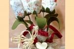 Tulipani di tessuto in cestino