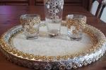 Vassoio con bicchieri in materiale di recupero
