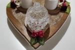 Vassoio in legno con set da caffè bianco