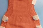 Vestitino per neonata realizzato a ferri con lana baby