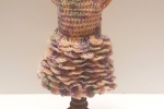Vestito a balze a uncinetto miniatura x dollhouse 1:12